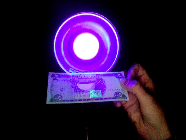 500 iraqi dinar note under black light