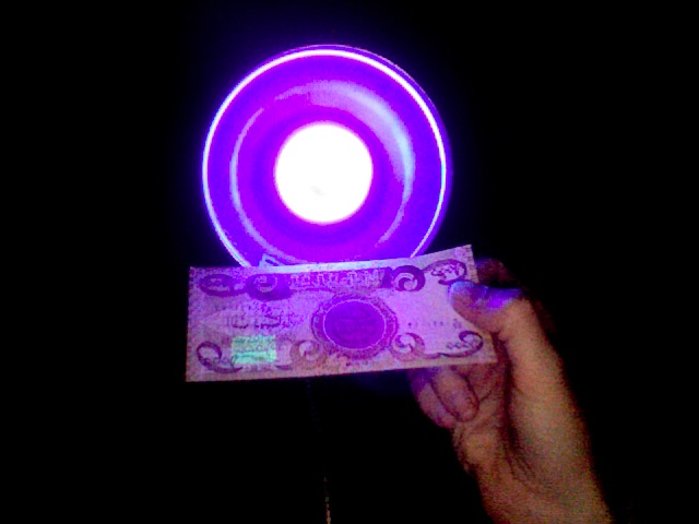 Iraqi Dinar 1000 note under black light